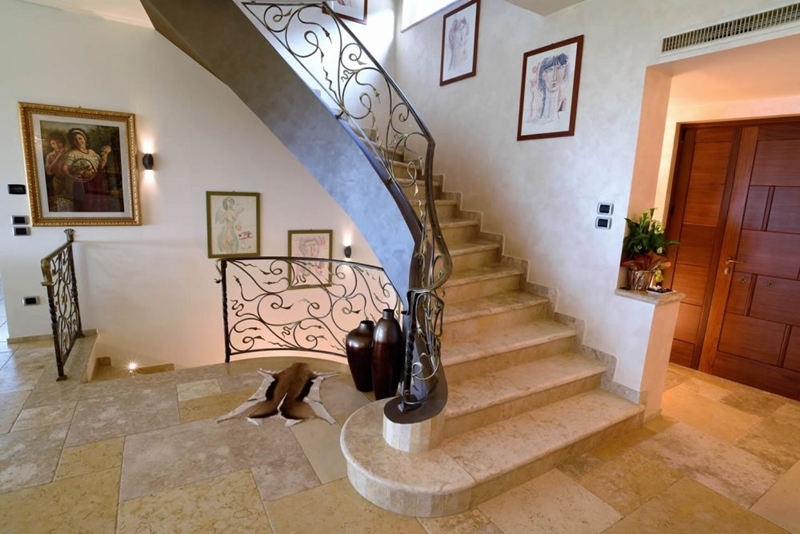 Luxury staircase in Jerusalem stone