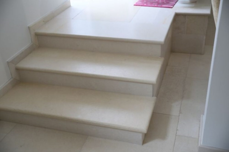 Fine staircase in Jerusalem Pearl Stone